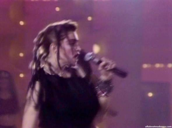 madonna-holiday-video-cap-0005