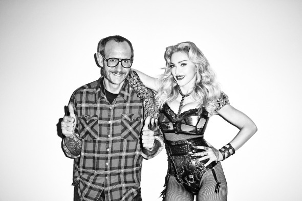 20131016-pictures-madonna-terry-richardson-harpers-bazaar-backstage-on-set