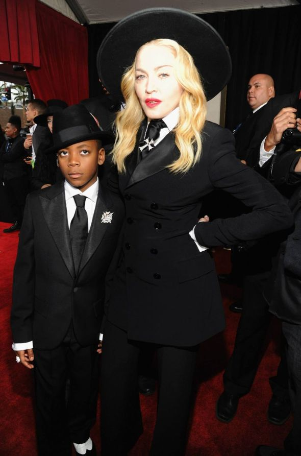14-01-27-madonna-grammy-red-carpet-01