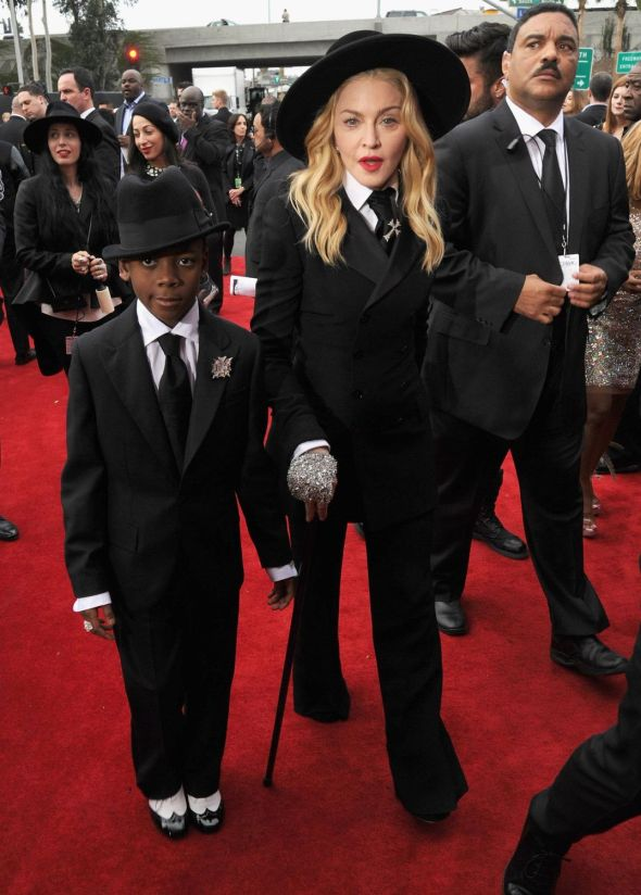 14-01-27-madonna-grammy-red-carpet-02