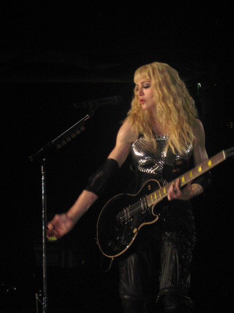 madonna sticky & sweet tour 2008 hung up