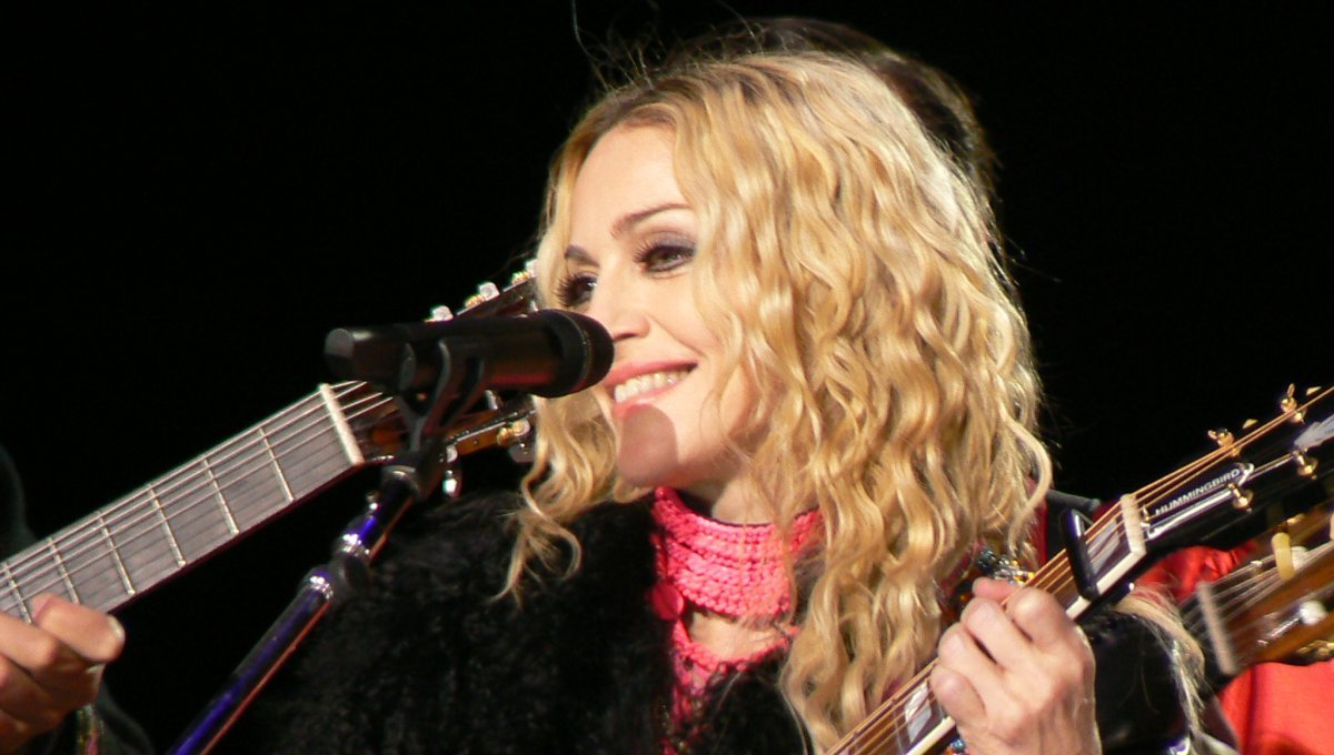 madonna-sticky-sweet-tour-2008-you-must-